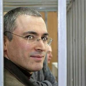 """Большинство россиян не следят за новостями по делу """"ЮКОСа"""", а одна пятая наших сограждан ничего об этом не слышали. Большая часть опрошенных равнодушны к фигуре Михаила Ходорковского. А вот юрист """"ЮКОСа"""" Светлана Бахмина вызывает у россиян больше сочувствия."""