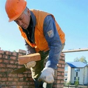 Мировой финансовый кризис все больше давит на российский строительный рынок. Число вакансий в этой сфере неумолимо снижается. Если раньше была острая нехватка инженеров и вакансий было в 4 раза больше, то теперь многие компании вынуждены останавливать строительство объектов, отменяют текущие вакансии и сокращают рабочие места.