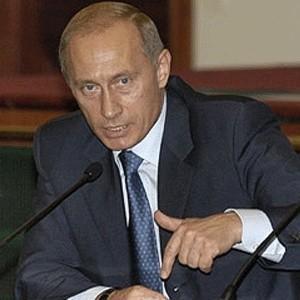 Вчера премьер Владимир Путин провел два совещания по экономическим вопросам. На первом из них рассматривалось использование банками выделяемых государством с целью поддержки ликвидности средств.