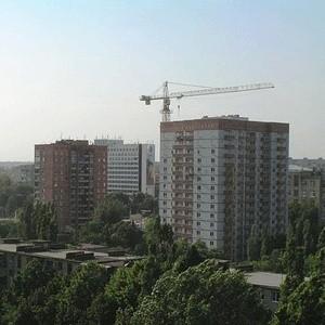 Федеральные власти выделят на поддержку российских строителей в условиях кризиса около 142,6 млрд рублей. Из них 11 млрд рублей выделит на приобретение жилья для военнослужащих Министерство обороны РФ.