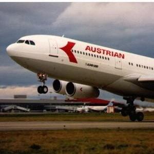 Авиакомпания Austrian Airlines, находящаяся на грани банкротства, будет продана одному из лидеров европейского рынка авиаперевозок Lufthansa. Переговоры предполагается закончить в течение месяца.