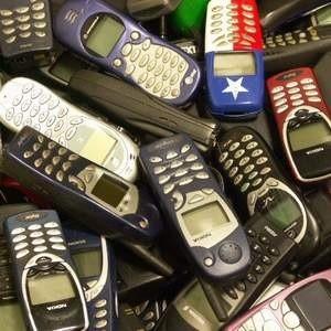 Nokia под влиянием мирового финансового кризиса прогнозирует сокращение продаж сотовых телефонов в наступающем году. Тем не менее, своих позиций на рынке компания сдавать не планирует.