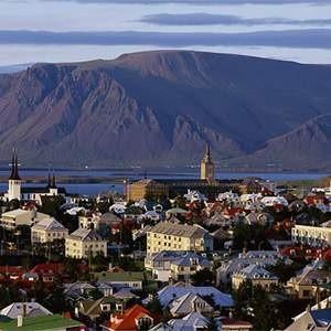 Исландия, оказавшаяся на грани банкротства под влиянием мирового финансового кризиса, после введения некоторых экономических механизмов ЕС может рассчитывать на его помощь. В то же время Россия, помощи которой страна просила в начале октября, пока не готова принять какое-либо решение на этот счет.