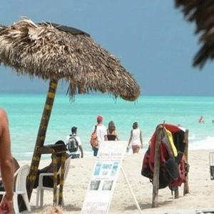 """Число отдыхавших на Кубе россиян в 2008 году выросло на 40%. Об этом сообщил министр туризма Кубы Мануэль Марреро Круз. """"Нашу страну уже посетили более 32 тысяч россиян."""