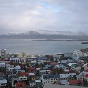 Исландия, наконец, добилась выделения ей кредита для спасения финансовой системы. МВФ планирует выделить северному государству $2,1 млрд, кроме того о своей готовности выдать стране средства общей суммой $2,5 млрд заявили страны Скандинавии и Финляндия.