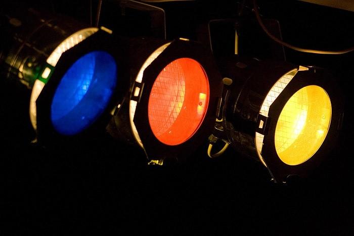 Свет прожекторов