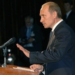 Премьер-министр Владимир Путин утвердил концепцию долгосрочного развития РФ до 2020 года, сообщила во вторник пресс-служба правительства.
