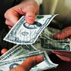 Согласно вышедшей во вторник информации, в целях стабилизации финансового сегмента США, ФРС намерена выкупить с открытого рынка обеспеченные потребительскими и прочими подобными кредитами долговые инструменты на сумму до $200 млрд. Кроме того Резервная Система объявила о том, что потратит еще до $500 млрд. на приобретение ипотечных облигаций, гарантированных активами Fannie Mae и Freddie Mac и еще до $100 млрд. вложит в бумаги, которые сейчас находятся в собственности указанных квазигосударственных агентств.