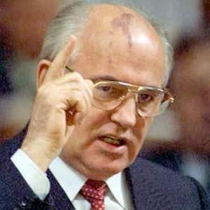 Михаил Горбачев, бывший президент СССР, собирается принять участие в борьбе с кризисом, организовав совместно с группой экономистов Общественную антикризисную инициативу (ОАИ).