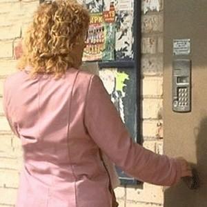 """С 1 января 2009 года домофон для москвичей подорожает почти на 20%. """"В Москве предельная цена на техобслуживание домофона в жилых домах составит 51 рубль в месяц, в 2008 году она была 43 рубля"""", - сказал сотрудник мэрии."""