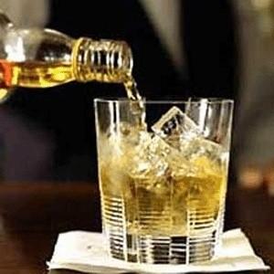 С 1 января 2009 года импортные алкогольные напитки в России подорожают на 15%. Всему виной стало быстрое укрепление курса евро.