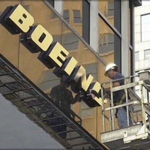 Американская самолетостроительная компания Boeing планирует уволить 4500 сотрудников, что составляет 6,6% из рабочих, занятых в производстве гражданских лайнеров.