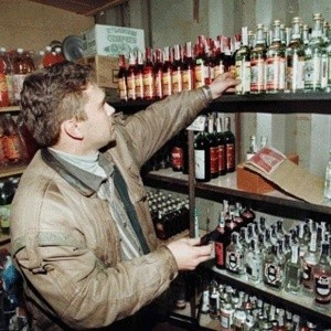 Минфин РФ планирует к февралю подготовить предложения о возможности перехода на единую ставку акциза на этиловый спирт, что повлечет за собой снижение ее размера.