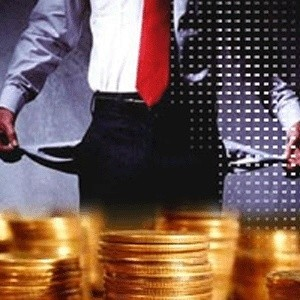 """Российские банки начали увеличивать размеры штрафных санкций за просрочку платежей по потребительским кредитам. По информации газеты """"Коммерсант"""", с ужесточением штрафов по кредитам могут столкнуться заемщики нескольких крупных коммерческих банков."""