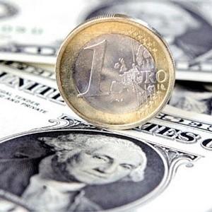 В четверг утром курс доллара на ММВБ превысил максимумы к рублю, зафиксированные на рубеже 2002 и 2003 года. Курс евро также ставит новые рекорды.