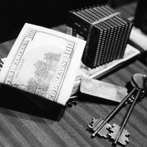 Российский рубль продолжил падение к основным мировым валютам. За первые минуты торгов на ММВБ европейская валюта выросла почти на 60 копеек и достигла отметки в 43 рубля.