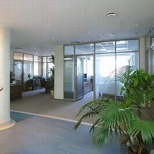 """Потенциальные арендаторы больше не рвутся снимать престижные офисы в пределах московского Бульварного кольца и в ММДЦ """"Москва-Сити"""". По итогам 2008 года здесь пустовало 500 тысяч кв. метров офисов, что составляет 22,5% всех действующих в этих районах бизнес-центров."""