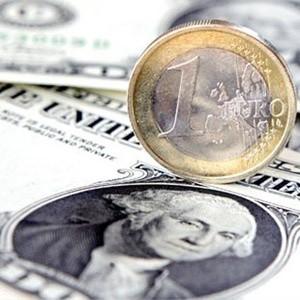 Российский рубль утром 16 января продолжил падение к основным мировым валютам. За первые минуты торгов на ММВБ европейская валюта выросла почти на 60 копеек и достигла отметки в 43 рубля. Доллар, в свою очередь, поднялся почти на 50 копеек и торгуется в районе 32,7 рубля.