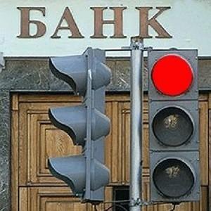 Банк России в прошлом году отозвал лицензии на совершение банковских операций у 33 банков. Об этом сообщил директор департамента лицензирования деятельности и финансового оздоровления кредитных организаций ЦБ РФ Михаил Сухов.