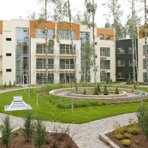 Кризис заметно отразился на недвижимости в Латвии. Однако эксперты советуют рассмотреть возможность вложения денег в недвижимость в этой стране.