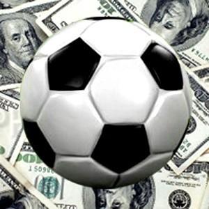 """Американская страховая компания AIG заявила не будет продлевать спонсорский контракт с клубом """"Манчестер Юнайтед"""".  Однако в клуб уже поступило несколько предложений спосорстве и, вероятно, новый контракт о спонсорстве будет даже выгоднее сотрудничества с разорившейся AIG."""
