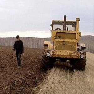 В районах, граничащих с Московской областью, с приближением аграрного сезона будет преодолена стагнация рынка земли. У сельхозпредприятий не будет времени дожидаться, когда цены в Московской области достигнут дна, поэтому вскоре можно ждать всплеска сделок купли-продажи.