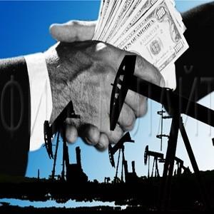 Цены на нефть на мировых рынках во вторник снизились на 9% на фоне доклада правительства США о росте запасов топлива в стране и снижении спроса на сырье.