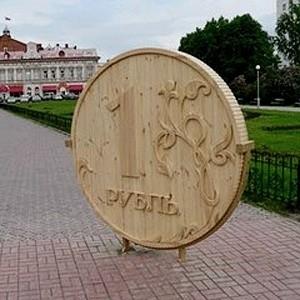 Курс рубля к бивалютной корзине (0,55 доллара и 0,45 евро) на 11.18 мск в среду пробил вниз минимальный уровень (38,26 рубля), зафиксированный 20 января, курс евро преодолел рубеж в 44 рубля.