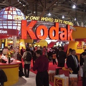Один из старейших производителей фототехники в мире компания Kodak сократит в 2009 году от 3,5 до 4,5 тысяч рабочих мест, что составляет 18% ее рабочей силы.