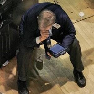 Инвестиционные банкиры ответили за кризис: банкротства, увольнения, запрет на бонусы для руководителей по итогам 2008 года, упавшие зарплаты. Вместо инвестиций финансовые структуры теперь увлечены долговыми рынками и сделками слияний и поглощений.