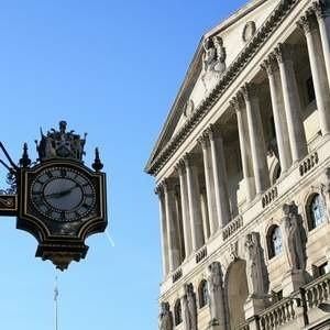 Банк Англии (центральный банк Соединенного Королевства) снизил в четверг учетную ставку до исторического минимума - 1%. Прежний рекорд был установлен в январе, когда ставка рефинансирования снизилась до 1,5%,