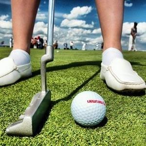По данным Китайской ассоциации гольфа, почти 80% местных гольф-клубов (400 из 500) оказались убыточными из-за мирового финансового кризиса. Тем не менее им вряд ли грозит банкротство. В России также существуют гольф-клубы, однако они очень закрыты, а вступление в клуб может стоить несколько десятков тысяч евро.