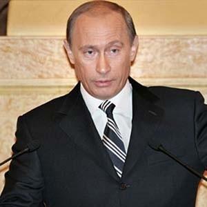 Сокращения гособоронзаказа в 2009 году не будет, сообщил премьер-министр РФ Владимир Путин. В 2009 году на нужды гособоронзаказа планируется выделить 1,3 триллиона рублей. А всего на 2009-2011 годы гособоронзаказ утвержден в объеме 4 триллиона рублей.