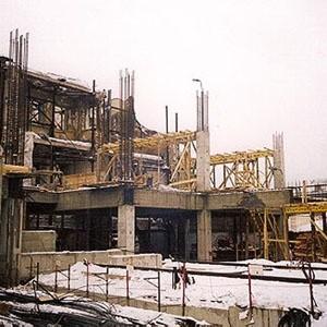 Изменения внесены в бюджет Москвы на 2009 год и плановый период 2010-2011, средства на жилищно-коммунальное хозяйство сокращены на 15 миллиардов рублей, на эту же сумму уменьшены расходы на строительство жилья.