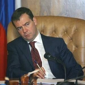 Президент России Дмитрий Медведев в понедельник отправил в отставку трех глав регионов - Псковской, Орловской областей и Ненецкого автономного округа (НАО), а также предложил на пост губернатора министра Алексея Гордеева.