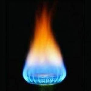 """В рамках проекта """"Сахалин-2"""" в поселке Пригородное открыт первый в России завод по производству сжиженного природного газа (СПГ). Выйдя на полную мощность, он будет производить 5% мирового объема газа."""