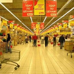"""Французская компания """"Ашан"""" не согласна с обвинениями в продаже в сети своих гипермаркетов в Москве некачественной рыбной продукции."""