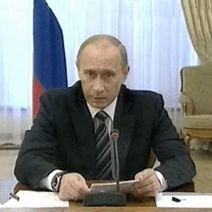"""Премьер-министр России Владимир Путин на встрече с руководством """"Единой России"""" фактически назвал рубль конвертируемой, резервной региональной валютой. По его словам, достичь этого позволило решение о неприменении ограничений на движение капитала."""