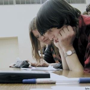 Правительство РФ обсуждает вопрос о выделении дополнительных средств для компенсации образовательных кредитов студентам.