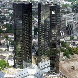 Собинбанк объявляет о расширении корреспондентской сети и открытии новых корреспондентских счетов в Deutsche Bank AG в долларах США и евро. Новые реквизиты можно будет использовать в дополнение к уже имеющимся счетам Собинбанка.