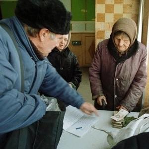"""В результате аферы пенсионный фонд Свердловской области лишился почти миллиарда рублей. Сначала эти деньги были переведены в уральский филиал коммерческого банка из Санкт-Петербурга """"Восточно-Европейская Финансовая Корпорация"""", однако уже через месяц после этого банк обанкротился."""