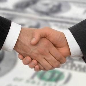 ОК РУСАЛ и группа ОНЭКСИМ объявляют о достижении соглашения о реструктуризации задолженности РУСАЛа в размере 2,8 млрд долларов. В рамках достигнутых договоренностей 2 млрд долларов долговых обязательств будут конвертированы в акции РУСАЛа. Доля ОНЭКСИМа в РУСАЛе увеличится до 18,5%. Доля других акционеров изменится пропорционально и составит En+ - 53,8%, акционеры группы СУАЛ - 18%, Glencore - 9,7%. Оставшаяся сумма задолженности в размере 800 млн долларов будет реструктурирована. РУСАЛ  ...