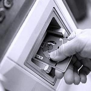 В закрытых сетях банкоматов некоторых российских банков появилась вредоносная программа, способная перехватывать данные о банковских картах пользователей. Вирус собирает информацию о кредитных картах и PIN-кодах к ним клиентов, которые ранее воспользовались зараженным банкоматом.