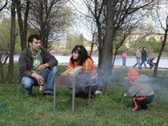Приход весны в России отмечается не только Первомаем, но и ставшими уже традиционными походами на природу с шашлыками.