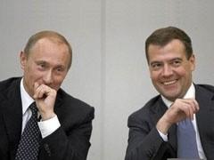 Со вступления Дмитрия Медведева в должность президента прошел год. Время подвести некоторые итоги. Смог ли он выйти из тени Путина, проводить самостоятельную политику и стать лидером нации?