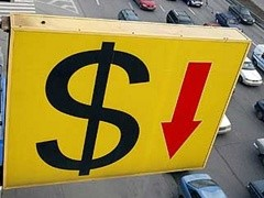 Официальный курс доллара составил 32,7915 рубля, курс евро - на уровне 43,5406 рубля.