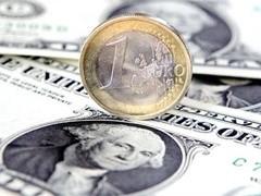 Доллар США смог немного укрепиться против других основных валют. При этом пара EUR/USD после волатильных торгов оказалась в районе отметки 1.3350, пара GBP/USD упала ниже отметки 1.5000, а пара USD/CHF повторно смогла вырасти выше 1.1300.