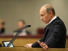 Вот уже год Владимир Путин занимает пост премьер-министра. Это время ознаменовалось борьбой с мировым финансовым кризисом. По мнению политологов год оказался вполне успешным, правительство под его руководством демонстрирует свою эффективность в кризисных для экономики условиях.