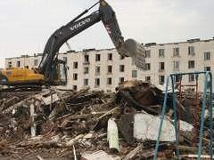 """В Москве не будут массово сноситься  девяти- и двенадцатиэтажные дома. По завершении программы сноса пятиэтажек """"сносимых серий"""", которую планируется завершить в 2011 году, город приступит ко второй программе - сноса малокомфортных и аварийных домов."""