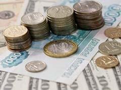 """Доллар упал к рублю на 12 копеек - до отметки 32,11 рубля. Первая сделка по доллару расчетами """"завтра"""" прошла в пятницу на уровне 32,11 рубля."""